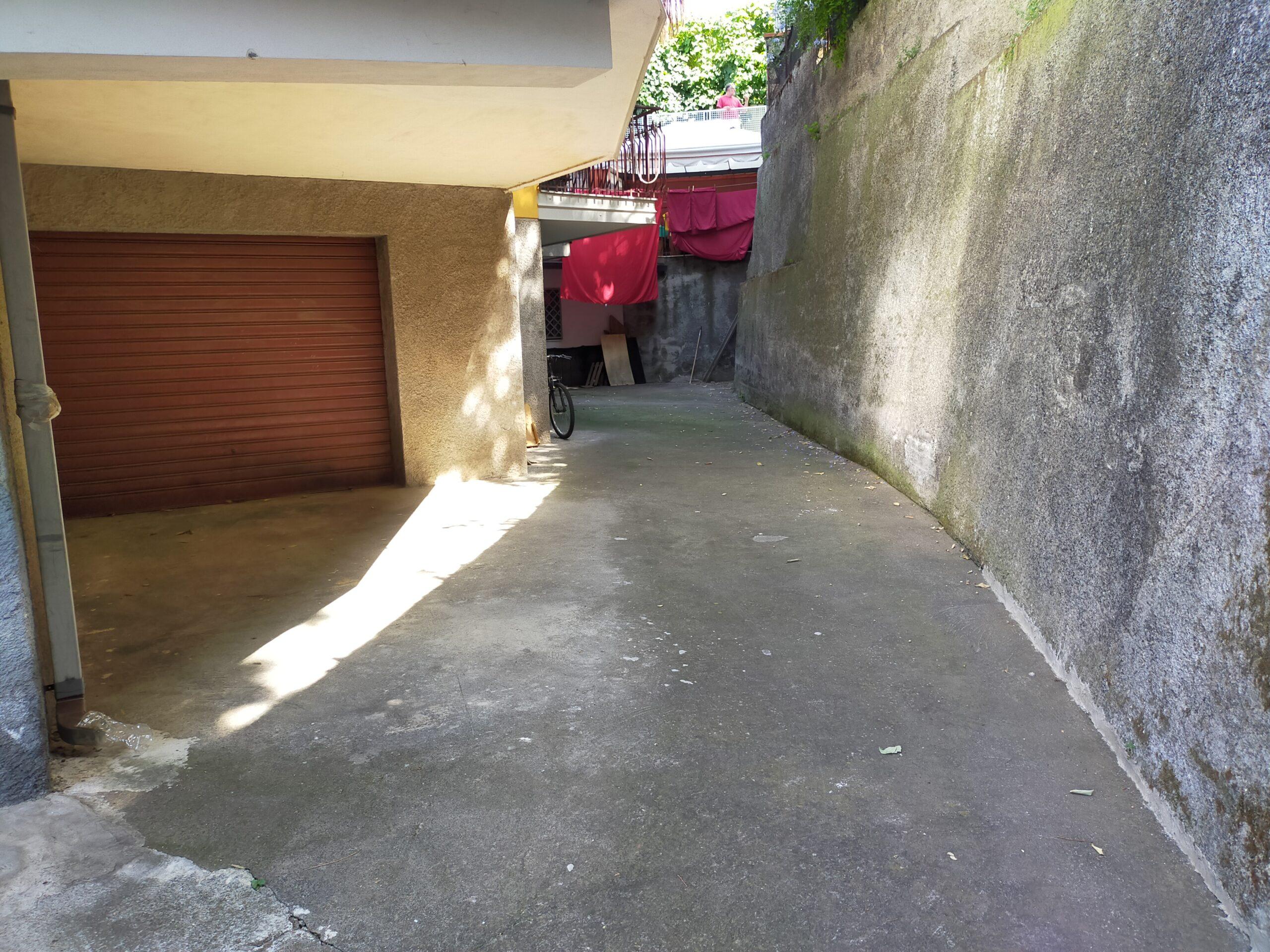 Trecastagni centro, Garage mq 67