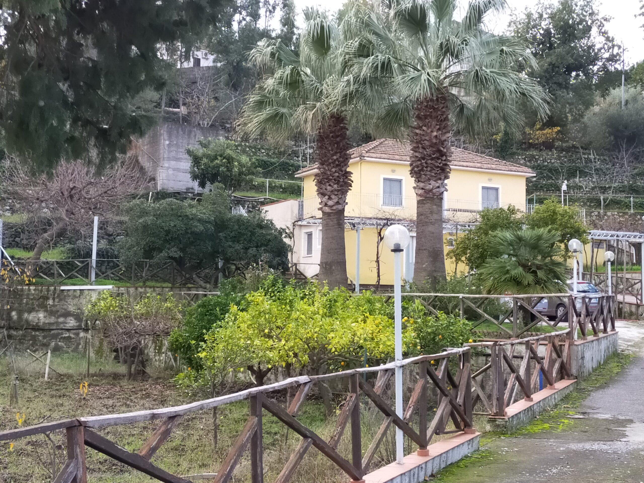 Piedimonte Etneo Villino con Terreno di 110 mq.