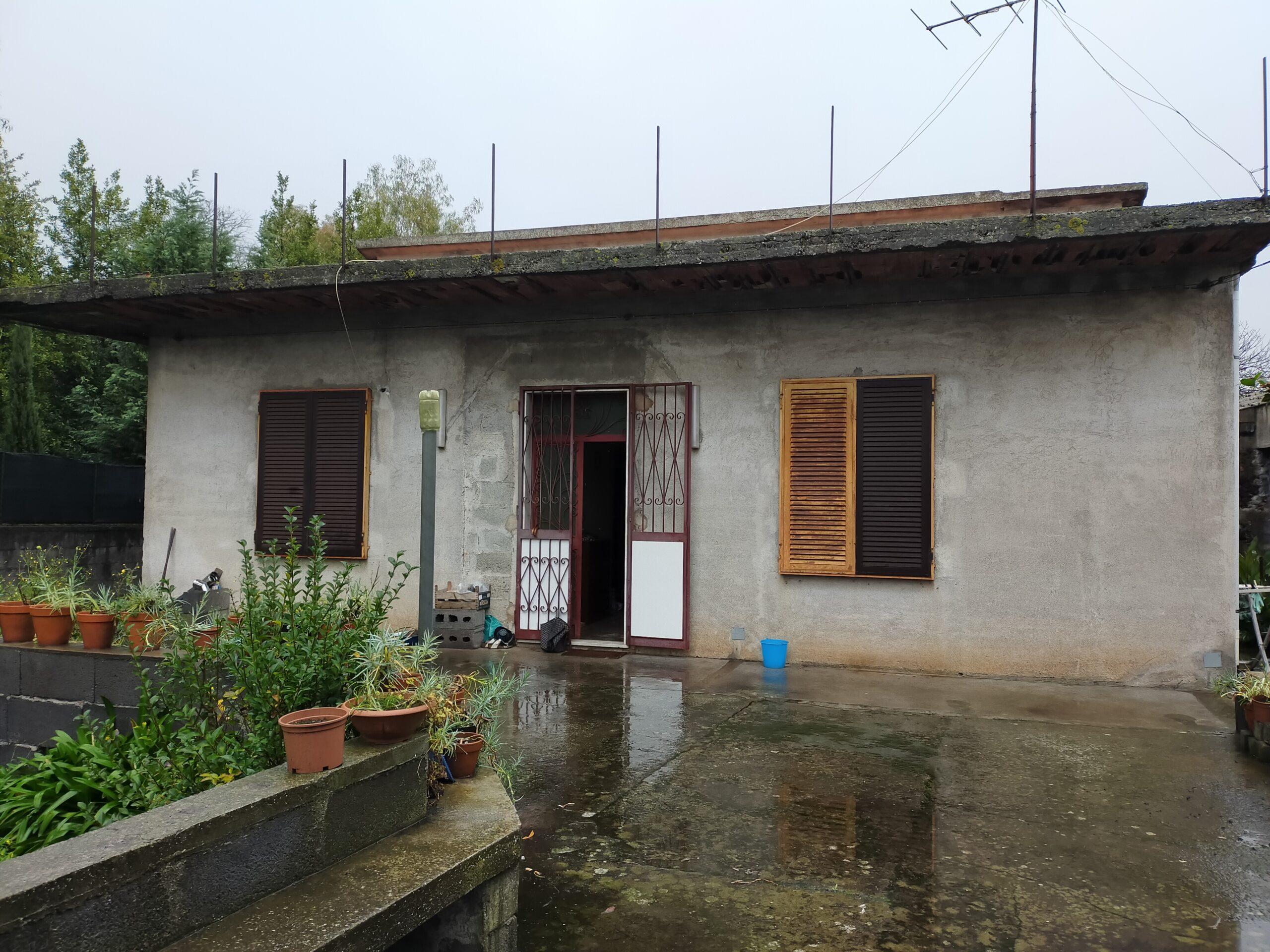 S.A.li Battiati Villino di 160 mq. con giardino