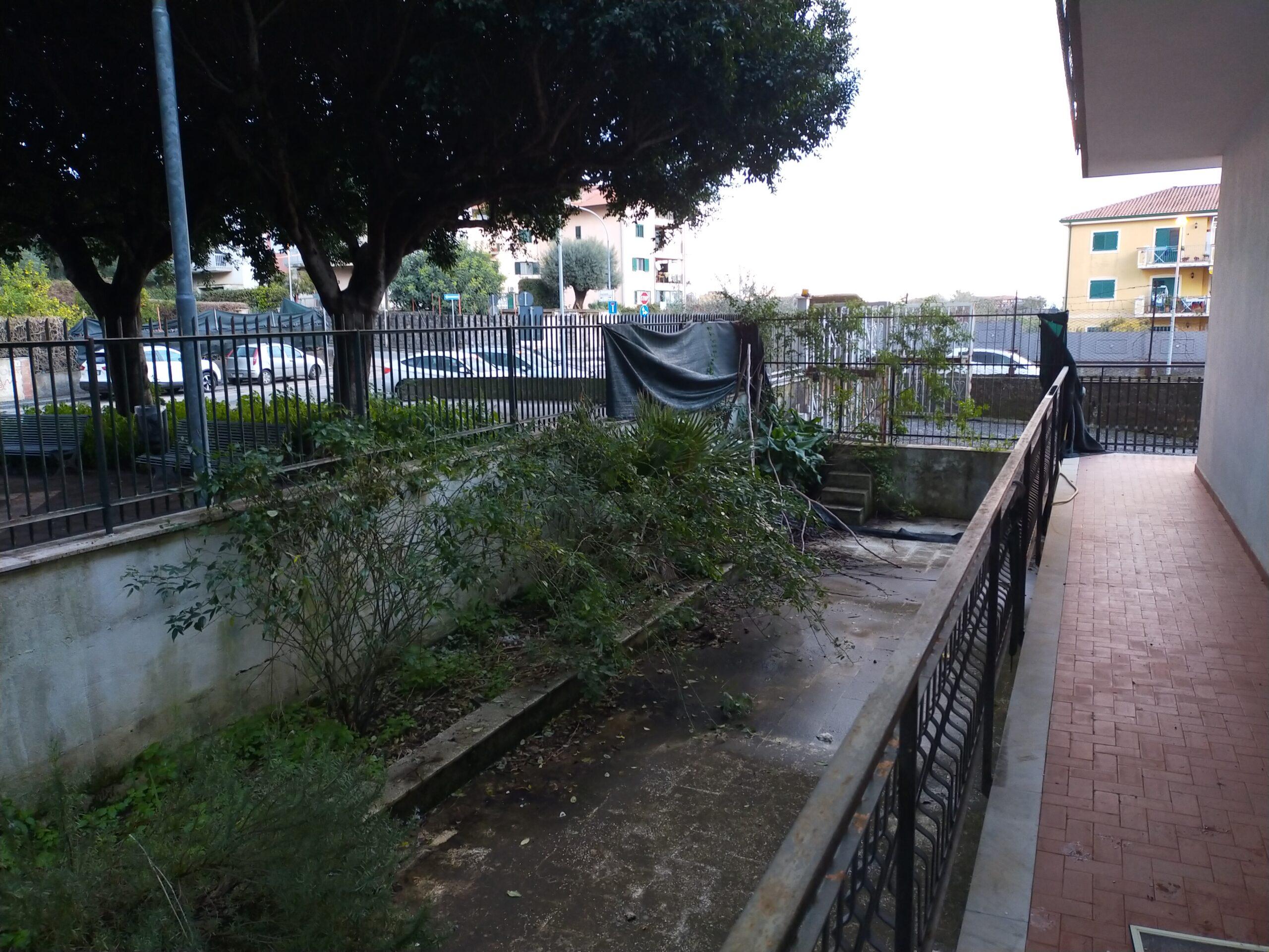 Battiati Appartamento 140 mq. con giardino, terrazza e garage