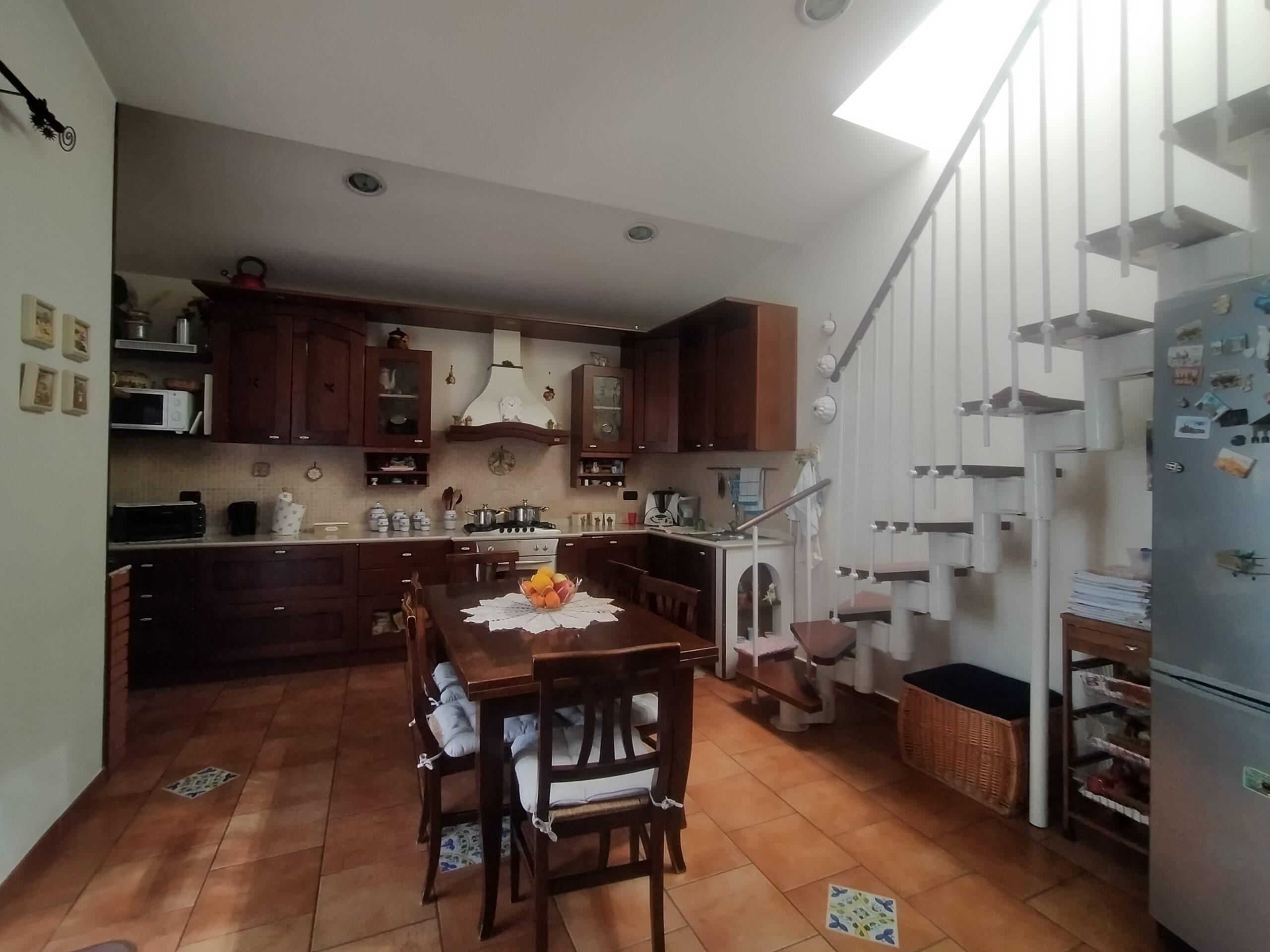 Biancavilla, Centralissima Casa Singola Ristrutturata.