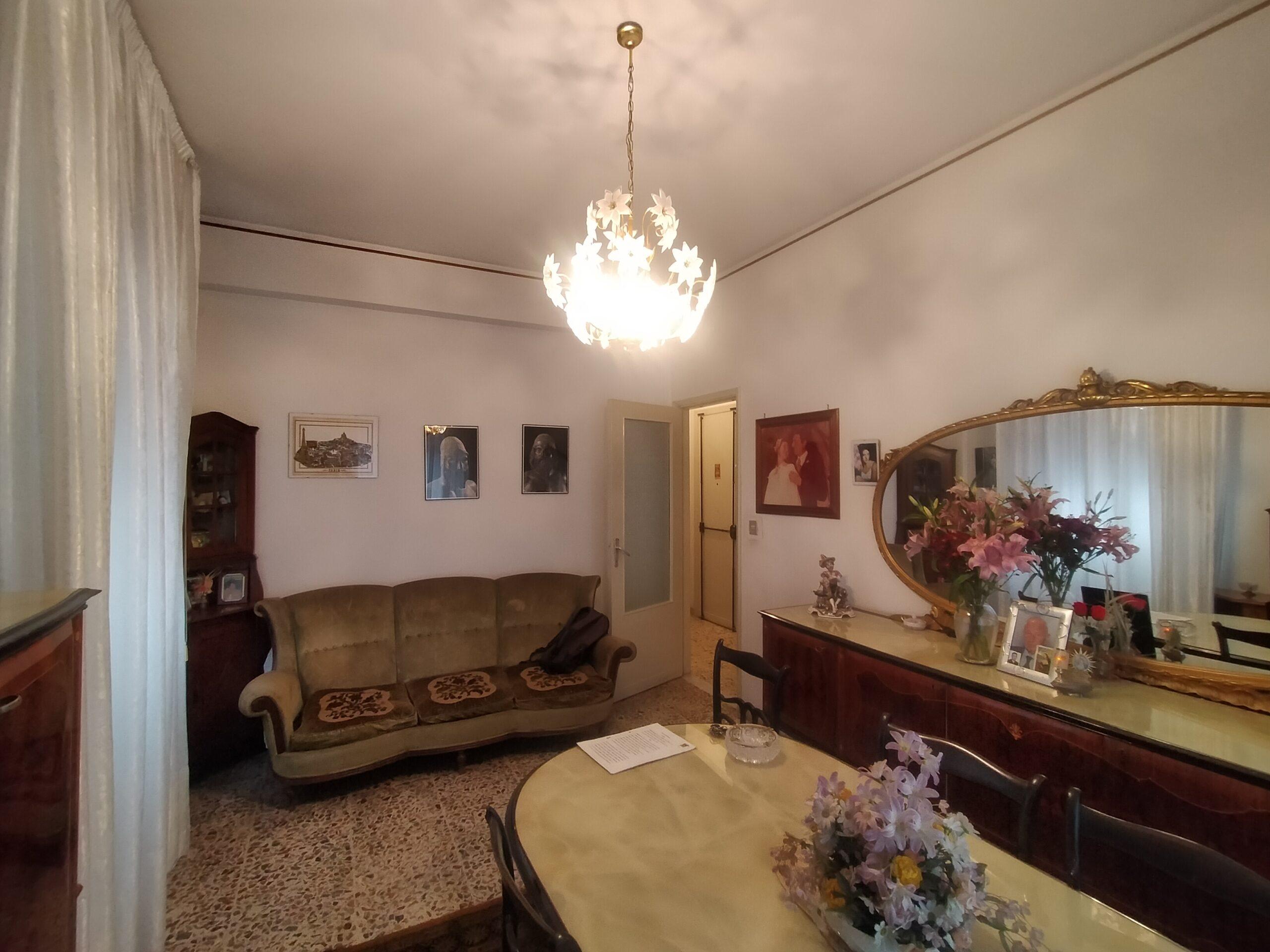 Catania, Via De Caro 4 vani con ascensore